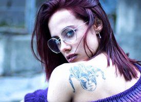 """Una nuova """"furia"""" nel panorama rap femminile: JAKIDO pubblica il video di BLA BLA BLA"""