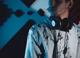 """""""Skip"""": il giovane Ricky collabora con Ame 2.0 per un singolo fatto su misura per i club"""